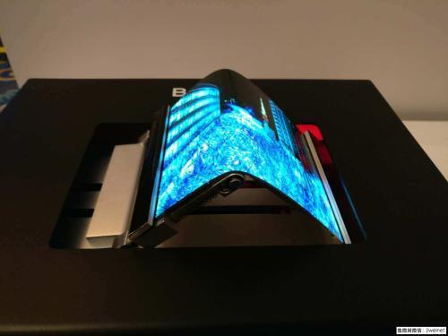 默克推出用于可折叠智能手机的OLED喷墨打印技术